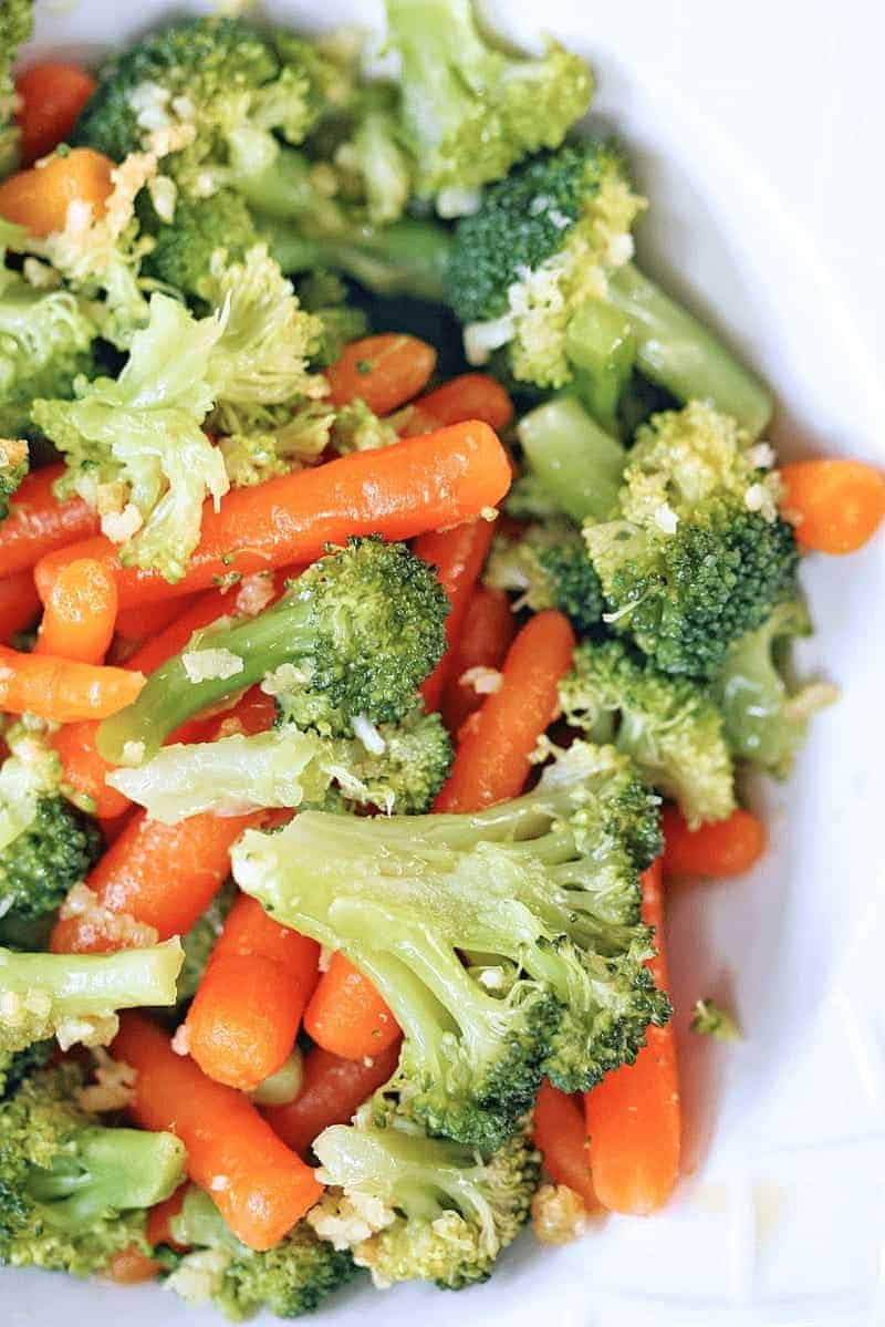 Delicious steamed Broccoli and Carrots with Garlic and Olive Oil - perfectly steamed broccoli and carrots with a touch of olive oil and garlic.
