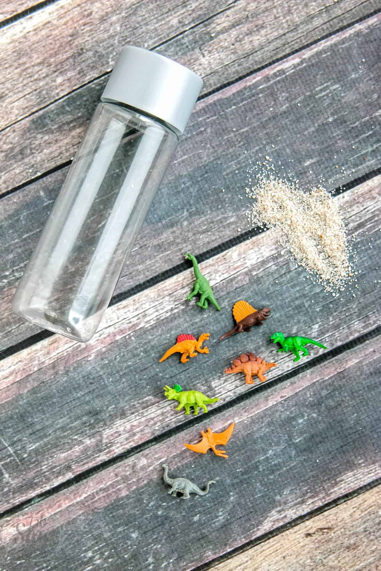 Create portable, non-messy fun with this DIY Dinosaur Excavation Sensory Bottle. Perfect for preschool kids or older kids who enjoy visual discovery.