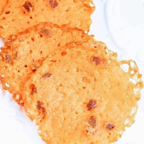 These Low Carb Bacon Cheddar Cheese Crisps make a great quick & easy snack. Crisp like chips, but made of cheese so they are a good fit for ketogenic diets.