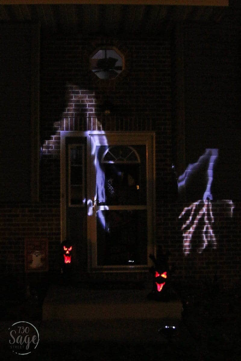 Got a small front porch? You can still create fun Halloween ambiance! Transform your home with Spooky Halloween Decor for a Small Front Porch.