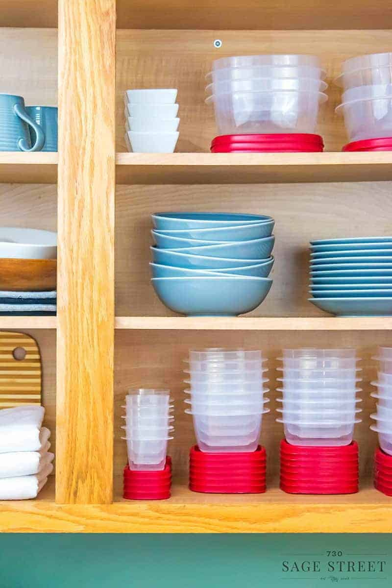 """Transform Your Pantry and Avoid """"Container Avalanche"""" with Rubbermaid® Easy Find Lids™"""